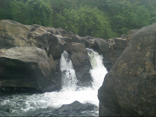 Pathanamthitta photos, Perunthenaruvi Waterfall - Waterfalls