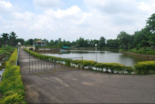 Dimapur photos, Green Park - Road beside the park