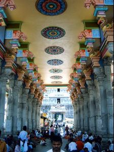 Thiruvannamalai photos, Arunachaleswara Temple - Brightly coloured pillars