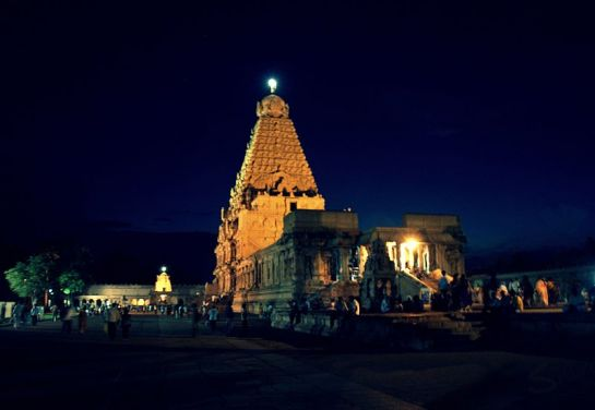 Thanjavur photos, Brihadeshwara temple - During Night