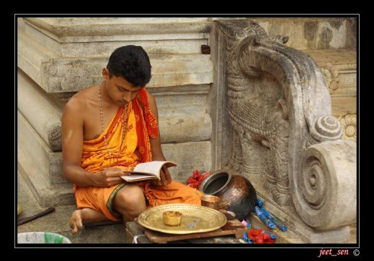 Coorg photos, Talacauvery - Relaxed Reading
