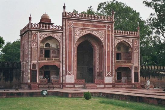 Agra photos, Itmad-ud-Daulah Tomb - The famous tomb