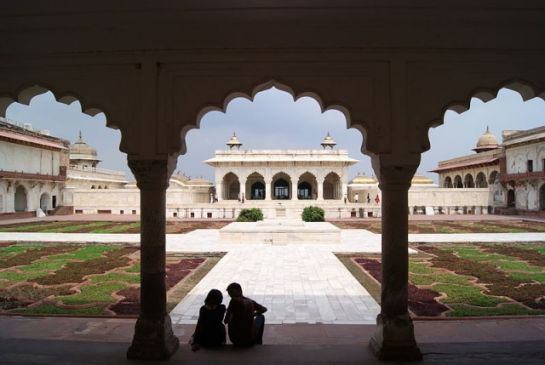 Agra photos, Agra Fort - The enticing courtyard.