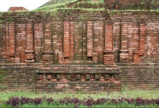Sarnath photos, Chaukhandi Stupa - A red bricked wall