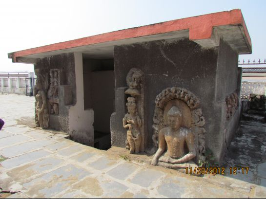 Sirpur photos, Gandheswar Temple - Idols in the Temple