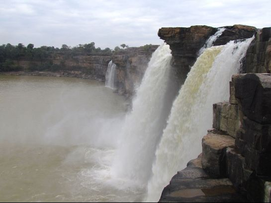 Jagdalpur photos, Chitrakoot Falls - side view of the falls