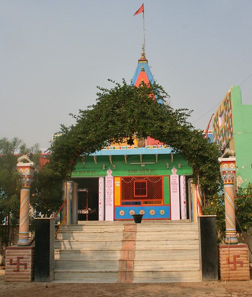 Hodal photos, Chameli Van - An view of the entrance