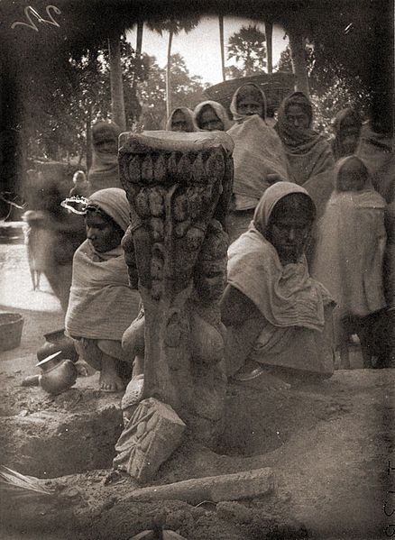Patna photos, Agam Kuan - Statue of Matrikas