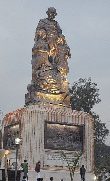 Patna photos, Gandhi Maidan - The shining statue of gandhi