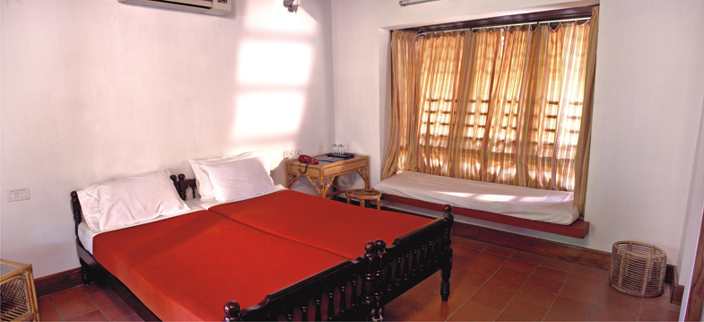 Cottage room2