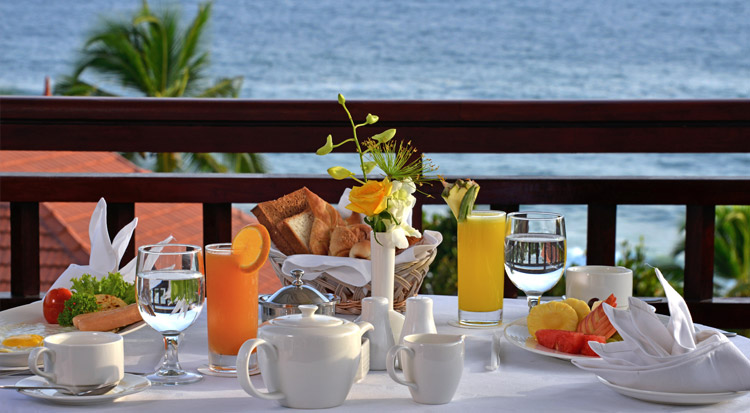 Breakfast by the sea