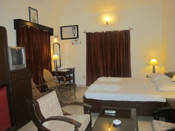 Executive Deluxe Rooms: Living
