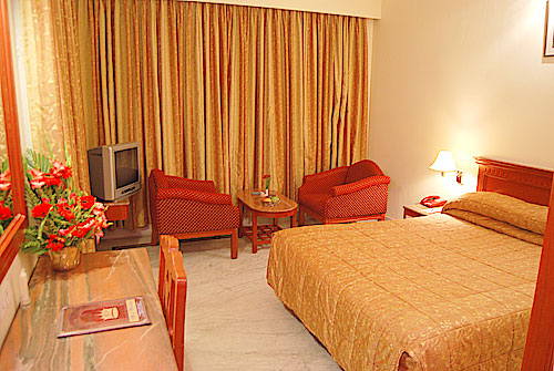 Well-furnished Rooms