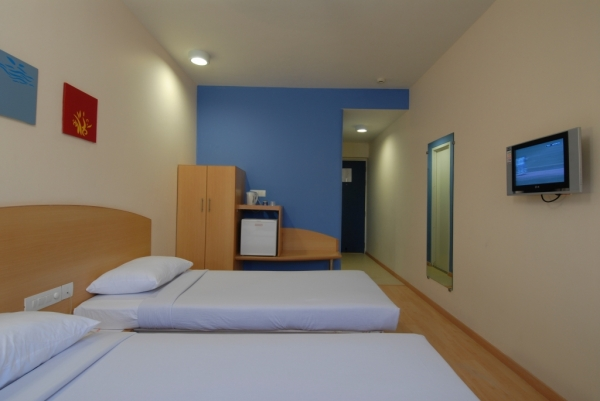 Well-furnished Room