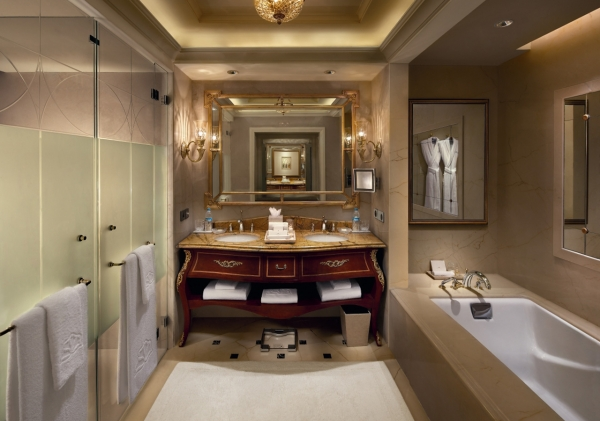 Royal Premier Room Bathroom