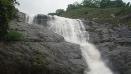 Palaruvi Waterfalls, Thenmala